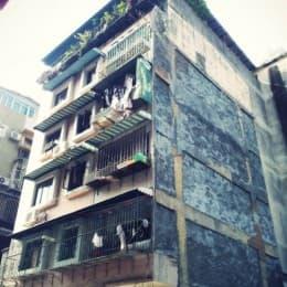 同樣出現樓宇傾斜,鉅富花園業主卻叫天不應