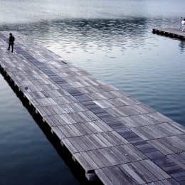 寧靜而美麗的西灣湖畔一向是市民安歇及舒展身心的小天堂