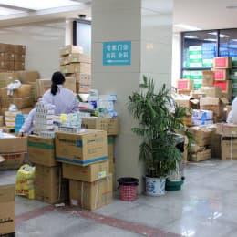 指揮中心囤積大量藥物,但大部分居民都不懂得主動索取
