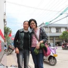 村民張曉鳳為答謝記者,堅持義載記者一程