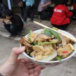 災民為慰勞志願者所做的飯菜,非常美味