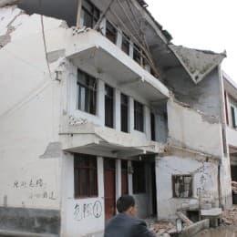 龍門鄉是其中一個重災居,九成以上房屋不能再入住