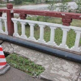 龍門鄉的橋雖然沒倒,但結構嚴重受損
