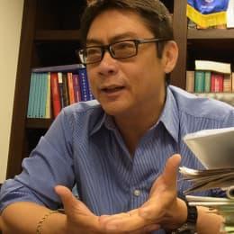 大律師飛文基認為以政治方法解決法律問題,是絕對不能接受的做法