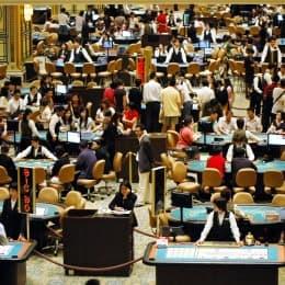 有賭廳中人指,澳門賭場線眼眾多, 已不再是內地官員或富二代耍樂的首選