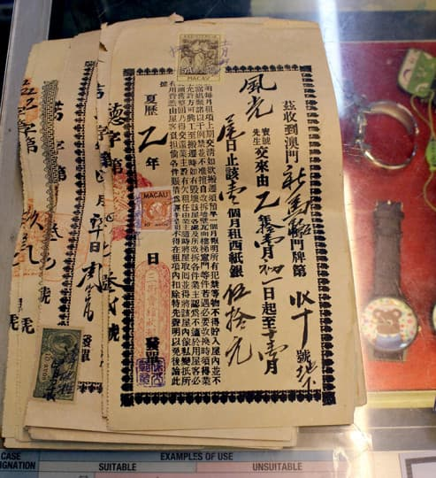 劉老闆還保留著最早期由三街會館發出的租單