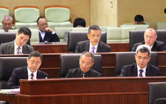 保安司司長張國華及一眾官員列席立法會回答議員提問