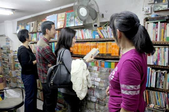 也有不少教育工作者和學生來這裡找到合用的教科書
