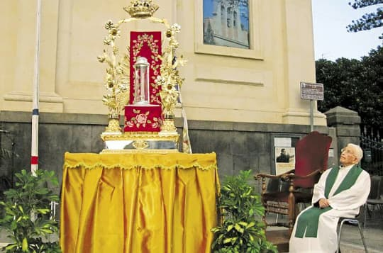去年胡神父返意大利家鄉西西里參加他好友雷永明神父真福禮時所拍