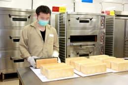 在囚人學習麵包西餅製作