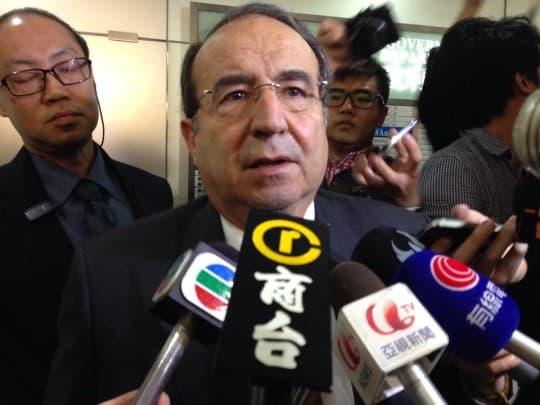 香港商人羅傑承代表律師華年達對判決表示驚訝