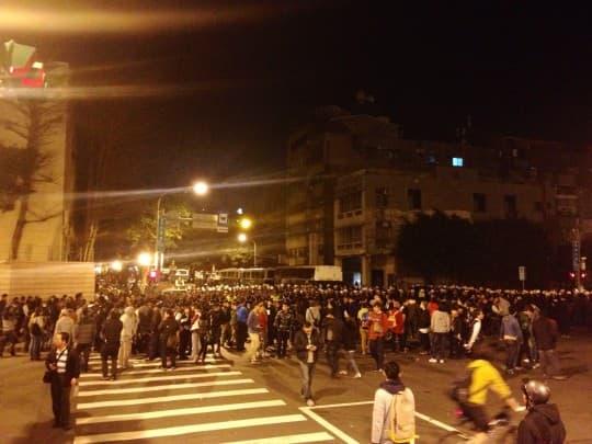 警方鎮暴為行政院清場
