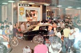 當年觀眾拖男帶女到電影院的壯觀景象
