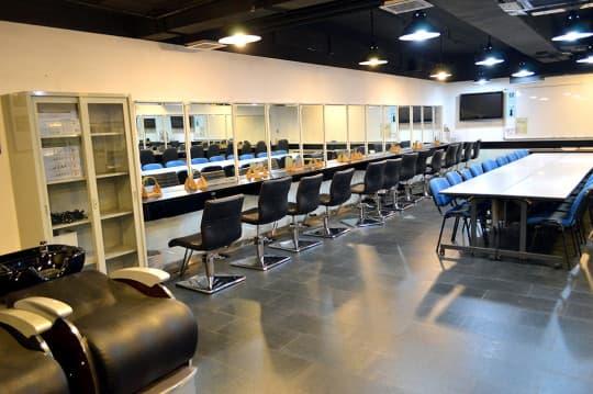 除了時裝,中心亦提供化妝set頭等相關行業的培訓。
