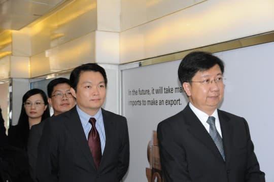 左二:馮惠星、左三:李偉農、右一:譚偉文