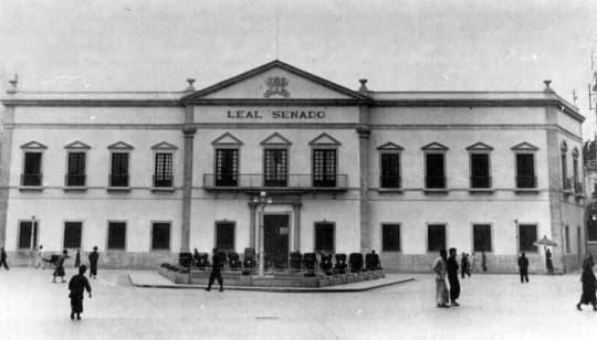 1939年改建後不久的市政廳及前地