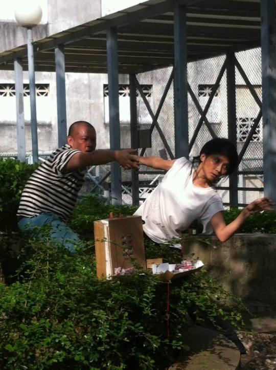 去年《南灣唱情》盧頌寧與來自台灣的姚尚德創作環境劇場,紀念已故詩人胡曉風先生。