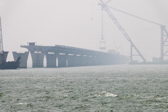 港珠澳大橋工程正進行得如火如荼