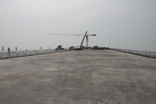 大橋橋面正在施工