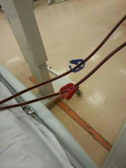 抽血和回血用的兩條膠管紅色為動脈抽血藍色為靜脈回血