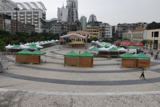 除了辦活動,塔石廣場平日人流相當稀疏。