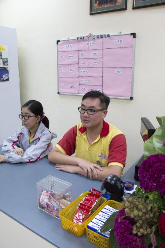 「虹光軒」的收銀員及其他工作均由學員負責。