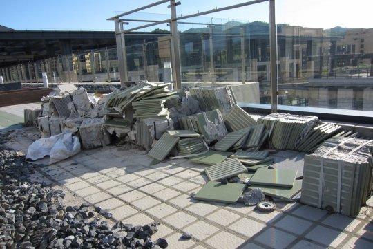校內仍有工程進行中,部分設施不開放給學生使用。