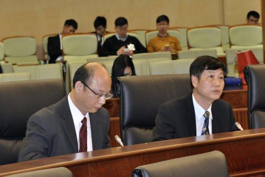 右︰工務局副局長劉振滄