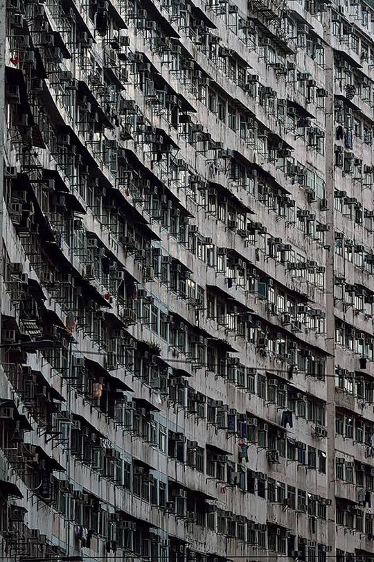 香港鰂魚涌益發大廈(攝:Barry Chan圖片來源:香港日出同行Facebook群組)