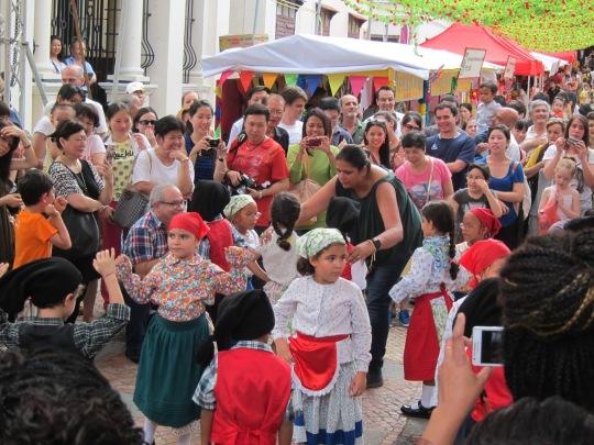 文化、語言相近,回歸後吸引不少葡裔人士到澳門生活。