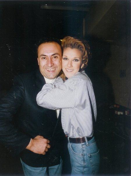 施萬樂擔任記者時與絲連.蒂安(Céline Dion)的合照。