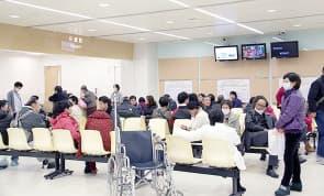 山頂新急診大樓落成初期,曾因新增人手未到位影響服務質素。