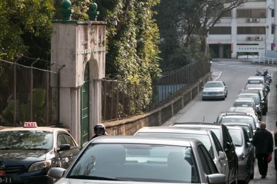 車水馬龍的馬路中間,隱藏著澳門唯一的伊斯蘭教清真寺——嚤囉園。