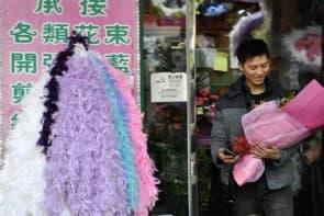 為求博得愛人歡心,不少人都願意在情人節一灑千金,送花送禮物。
