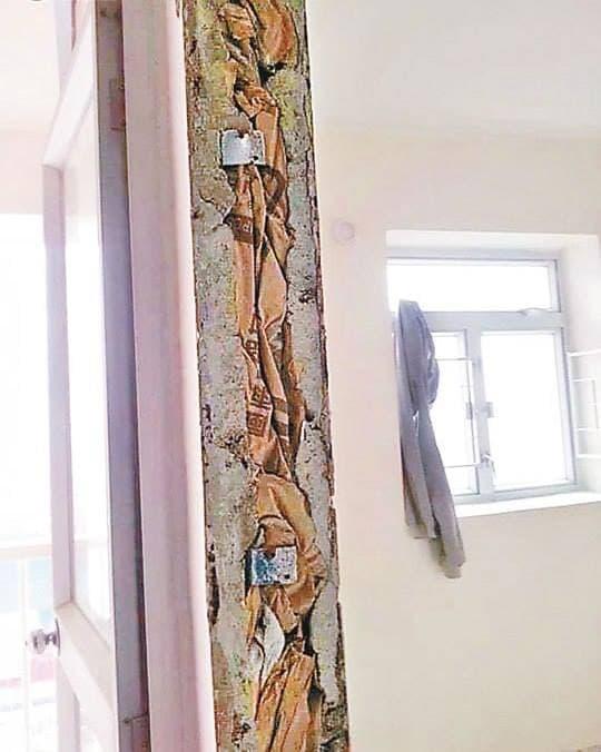 網上較早前驚傳石排灣居雅大廈出現「紙皮牆」的圖片,令居民擔心公屋結構質量問題。(圖片由小業主提供)