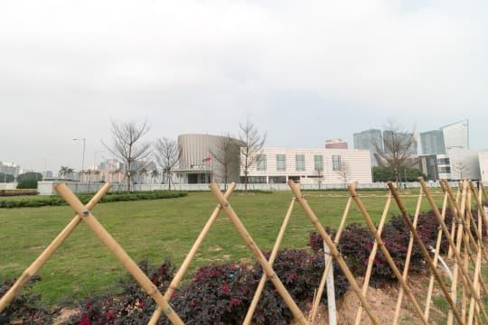 該塊大草地,自國家主席習近平去年訪澳「被圍」後,一直未有解封。