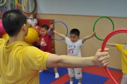 香港民間有不少整合性治療改善小孩的專注力和編差行為,但澳門這方面的資源仍很匱乏。