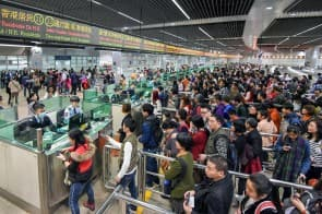 旅遊學院講師盧振邦表示,去年訪澳旅客人數創新高,渡輪服務、旅行團及出入境口岸都能保持充足接待能力,有條件應對更多旅客。