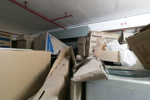雜物堆積如山,差不多頂上天花板。