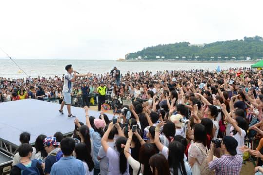 民署今年五一花費四百萬在黑沙海灘舉辦露天音樂會2