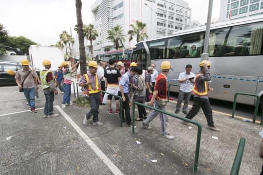 工人從中聯辦徒步前往政府總部