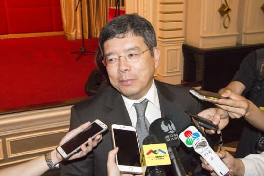運輸工務司司長羅立文回應指,縱使發展商不希望打官司,但前年已經通過新土地法,他亦都無辦法。