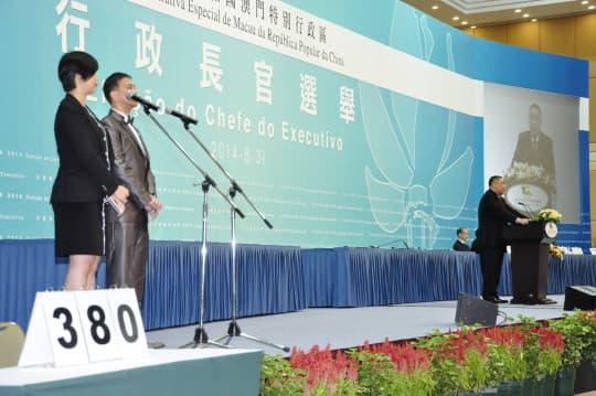 「+2+2+100」政改方案通過後,崔世安獲380票支持,「高票」連任。