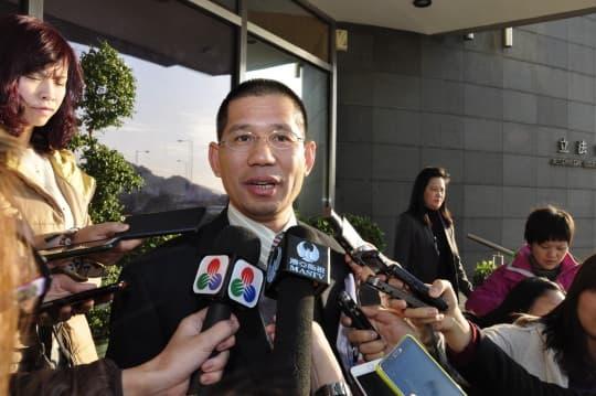 馮文莊曾指選舉法漏洞難打擊賄選灰色地帶,如今廉署修法意見仍束諸高閣。