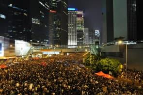 澳門與香港一樣不能只乾等民主的來臨,不能靠北京施捨,而要主動爭取,從根源上解決種種民生問題。