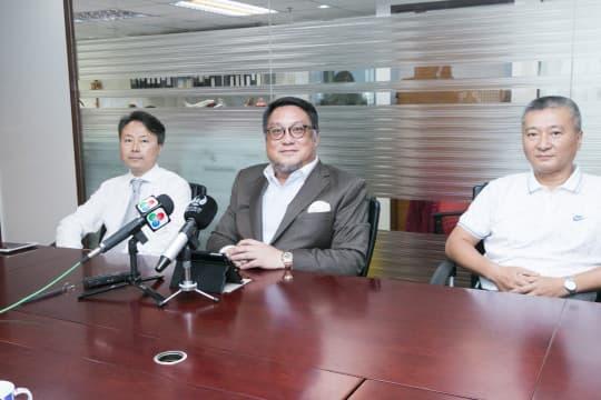 (圖中)公共停車場關注協會理事長李國輝