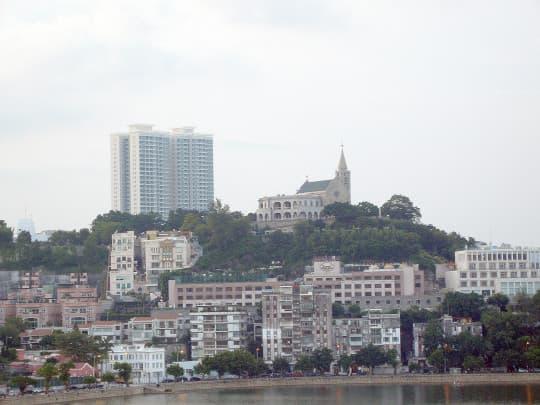 若B區建100米高樓,主教山景觀將被前後夾擊徹底破壞。
