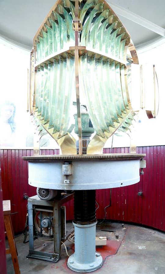 這盞過百年的水晶射燈全球只剩下兩盞。