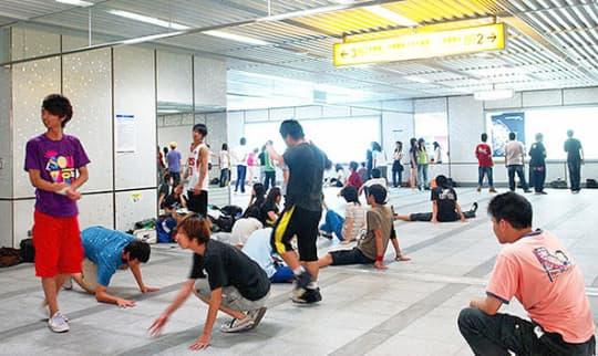 台灣捷運地下街也是練街舞的熱門場所。
