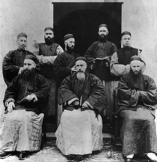 城內,外國人亦穿上中國服飾(©歷史檔案館)